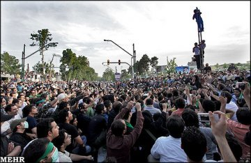 The eyes of the world on Iran : signs of a new 'coloured revolution' ?