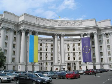 New government in Ukraine: pro-Russian or pro-European?