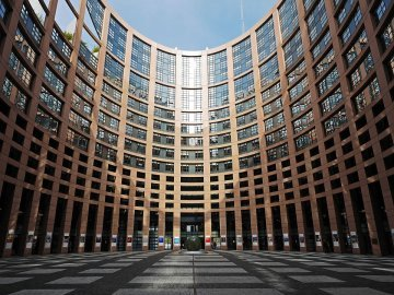 Making Europe more democratic : Why the European Parliament needs a right of initiative