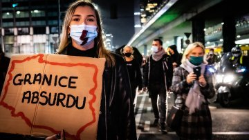 Black protests in Poland : Women's strike or objection towards the government ?